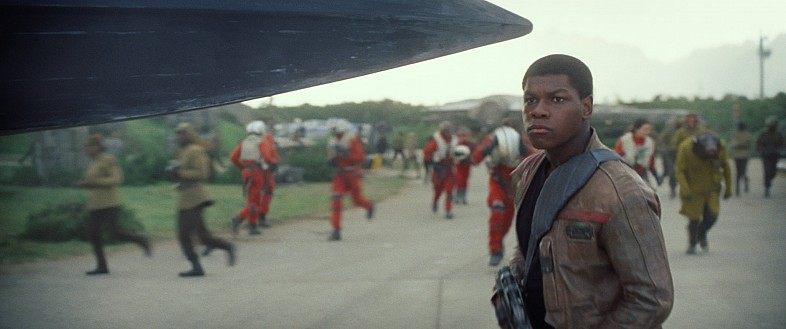 Star-Wars-7-Trailer-3-Finn-Resistance-Base