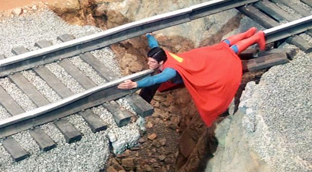Superman_255Pyxurz