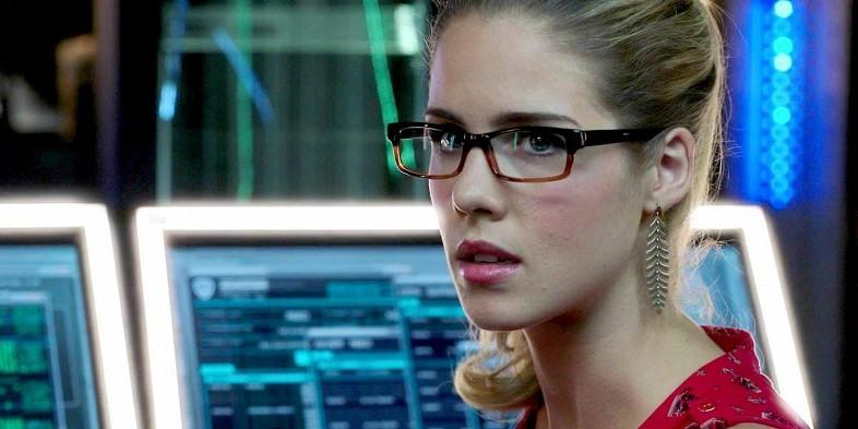 Felicity-Smoak-Is-Possibly-Oracle-In-Arrow