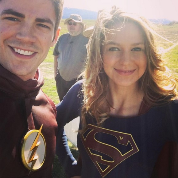 supergirl anf lash crossover behind the scene photo
