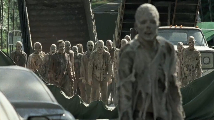the-walking-dead-season-7-sdcc-trailer---quicksand-walkers-191697
