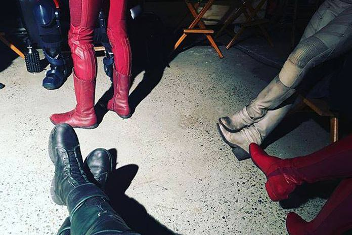 set-pic-flash-arrow-legends-supergirl-crossover